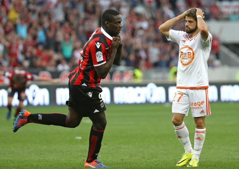 Football Soccer - Nice v Lorient - French Ligue 1 - Allianz Riviera stadium, 2/10/16.  Nice's Mario Balotelli reacts after scoring. REUTERS/Eric Gaillard