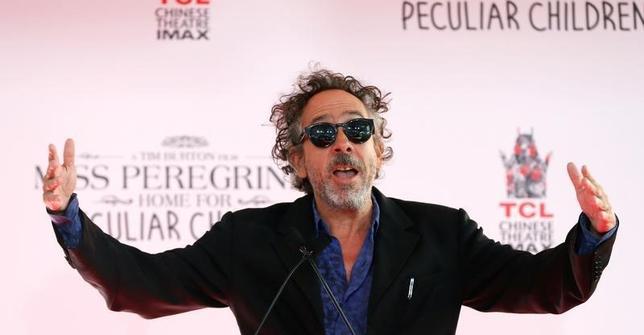 10月2日、バラエティ・ドット・コムなどによると、週末の北米映画興行収入ランキングは、ティム・バートン監督(写真)の最新作「Miss Peregrine's Home for Peculiar Children(原題)」が2850万ドル(約29億円)で初登場首位となった。ハリウッドで9月撮影(2016年 ロイター/Mario Anzuoni)