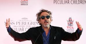 Diretor Tim Burton discursa antes de deixar sua marca na Calçada da Fama, em Hollywood, Califórnia 08/09/2016 REUTERS/Mario Anzuoni