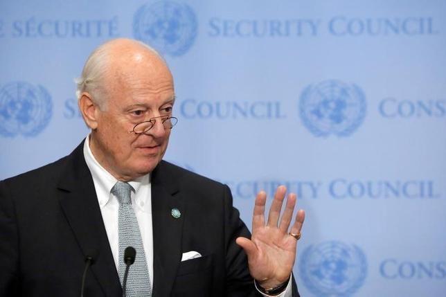 10月3日、米国務省のカービー報道官は、シリア情勢の打開に向けたロシアとの協議を中断すると明らかにし、ロシア側が停戦合意における義務を履行しなかったと批判した。写真はシリア問題担当のデミストゥラ国連特使。9月撮影(2016年 ロイター/Andrew Kelly)