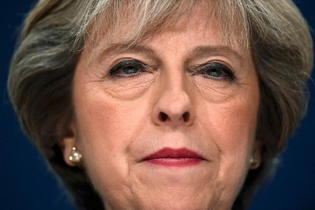 9月4日、英国のメイ首相は、今後の紛争について欧州人権条約の適用を制限し、「訴権を乱用した」人権主張から、海外任務にあたる英軍兵士らを守る方針を示した。写真はバーミンガムで10月撮影(2016年 ロイター/Toby Melville)