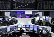 Фондовая биржа Франкфурта-на-Майне. Европейские фондовые рынки начали торги вторника положительной динамикой индексов, при этом акции британской компании Intertek Group поддержали рост рынка, в то время как бумаги Deutsche Bank продолжили восстанавливаться после недавних существенных потерь.   REUTERS/Staff/Remote