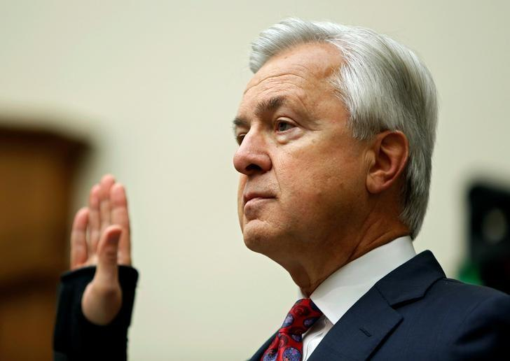 Wells Fargo CEO John Stumpf is sworn in before the House Financial Services Committee on Capitol Hill in Washington, DC, U.S. September 29, 2016. REUTERS/Gary Cameron/File Photo