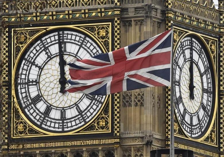 2016年2月1日,伦敦,英国国会大厦钟楼旁飘扬的英国国旗。REUTERS/Toby Melville