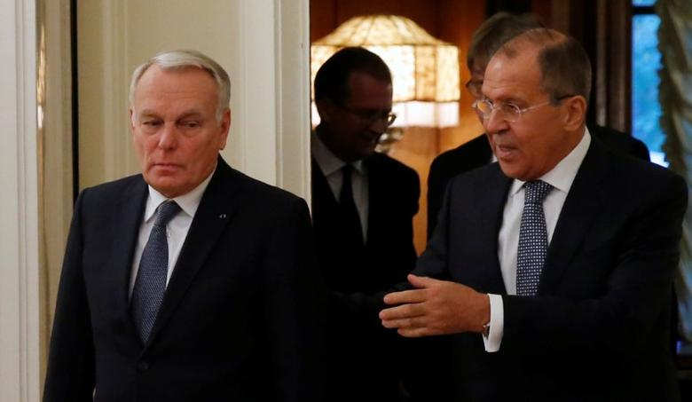 Russian Foreign Minister Sergei Lavrov (R) and French Foreign Minister Jean-Marc Ayrault enter a hall during their meeting in Moscow, Russia, October 6, 2016. REUTERS/Maxim Shemetov