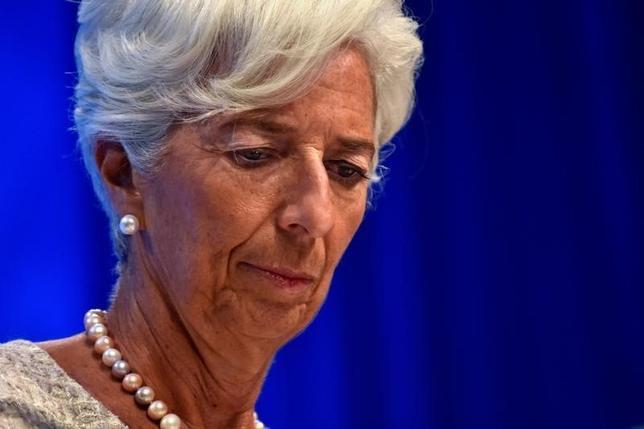 10月6日、世界各国の財務相らは国際通貨基金(IMF)・世界銀行年次総会で、グローバル化の流れに反したポピュリズム(大衆迎合主義)の高まりに懸念を示し、貿易・経済面での統合による恩恵がさらに広がっていくよう取り組む姿勢を示した。写真はIMFのラガルド専務理事(2016年 ロイター/James Lawler Duggan)