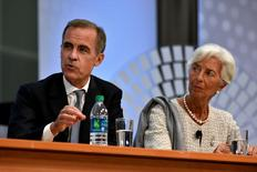 Bank of England Governor Mark Carney (L) and IMF Director General Christine Lagarde field questions during a panel discussion at the annual meetings of the IMF and World Bank Group in Washington, October 6, 2016. REUTERS/James Lawler Duggan