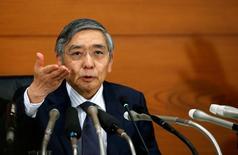 El gobernador del Banco de Japón, Haruhiko Kuroda, se mostró esperanzado el jueves ante la posibilidad de que los responsables europeos actúen con prontitud para resolver los problemas del sector bancario de la región. En la imagen, el gobernador del Banco de Japón, Haruhiko Kuroda, en una rueda de prensa en la sede del banco centrale en Tokio, Japón, el 21 de septiembre de 2016.  REUTERS/Toru Hanai