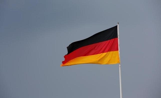 10月7日、ドイツ経済省が発表した8月の独鉱工業生産指数は前月比2.5%上昇で、ロイター調査のコンセンサス予想0.8%上昇を大幅に上回った。写真はベルリンで5月撮影(2016年 ロイター/Fabrizio Bensch)