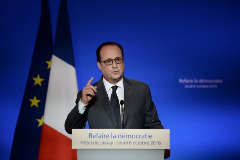 French President Francois Hollande delivers his speech during a symposium on re-founding democracy (Refaire la democratie) at the Hotel de Lassay, the residence of the National Assembly speaker, in Paris, France, October 6, 2016.    REUTERS/Stephane De Sakutin/Pool