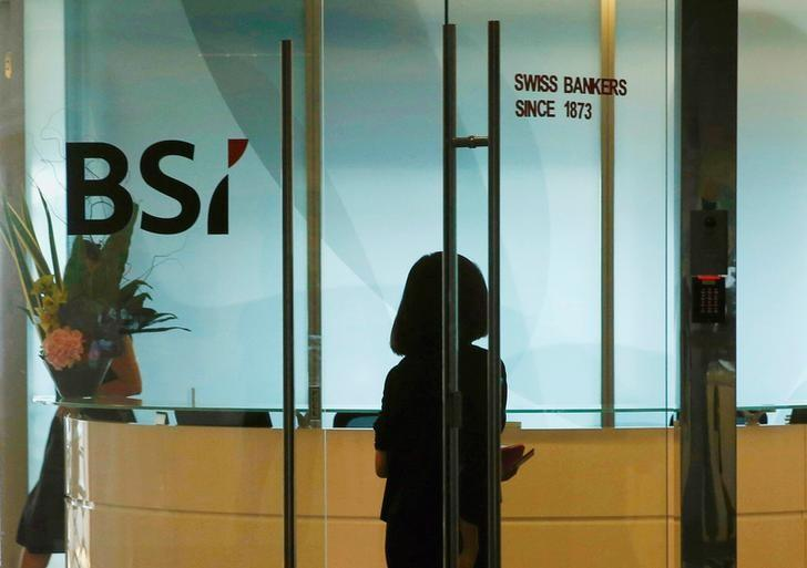 An employee enters the reception area of Swiss bank BSI's office in Singapore May 24, 2016. REUTERS/Edgar Su/File Photo