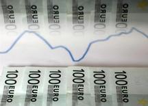Le moral des investisseurs et des analystes de la zone euro s'est encore amélioré en octobre montre lundi l'enquête mensuelle de l'institut allemand Sentix. Son indice de confiance a atteint 8,5 contre 5,6 en septembre alors que les économistes interrogés par Reuters le prévoyaient en moyenne à 6,3. /Photo d'archives/REUTERS/Dado Ruvic