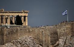 La Commission européenne a émis lundi une appréciation positive au sujet du dernier train de mesures adopté par la Grèce, ce qui doit permettre aux ministres des Finances de la zone euro réunis à Luxembourg de débloquer une nouvelle aide de 2,8 milliards d'euros en faveur d'Athènes. /Photo d'archives/REUTERS/Marko Djurica