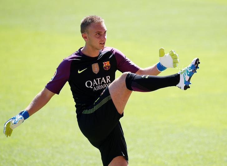 FC Barcelona's newly signed soccer goalkeeper Jasper Cillessen kicks a ball during his presentation at Camp Nou stadium in Barcelona, Spain, August 26, 2016. REUTERS/Albert Gea/Files