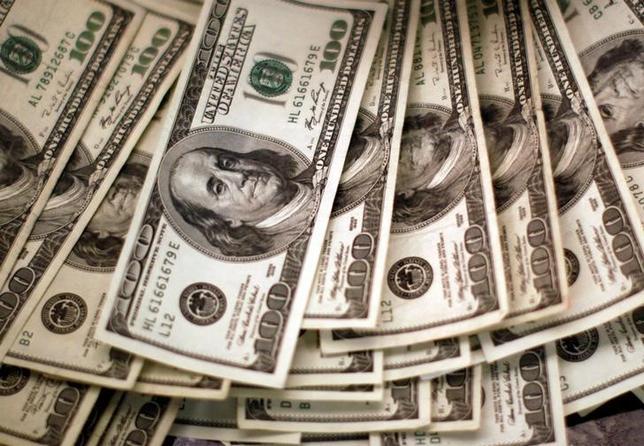 10月11日、午後3時のドル/円は、前日ニューヨーク市場午後5時時点と比べ、ドル高/円安の103円後半だった。午後の取引で104円台に上昇する場面もあったが、高値では輸出勢などの売りが頭を抑えた。写真はコロラド州ウェストミンスターで2009年11月撮影(2016年 ロイター/Rick Wilking)