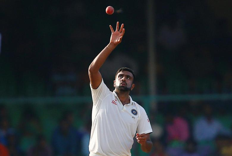 Cricket - India v New Zealand - first test cricket match - Green Park Stadium, Kanpur, India - 25/09/2016. India's Ravichandran Ashwin fields the ball. REUTERS/Danish Siddiqui