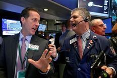 La Bourse de New York a terminé en net repli mardi après le démarrage jugé décevant de la saison des résultats trimestriels et alors que l'éventualité d'un changement de majorité au Congrès à l'issue des élections du 8 novembre préoccupe certains investisseurs. L'indice Dow Jones a perdu 200,38 points, soit 1,09%, à 18.128,66. /Photo d'archives/REUTERS/Brendan McDermid/