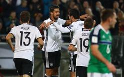 Jogadores da Alemanha comemoram gol contra a Irlanda do Norte.  11/10/16.    Reuters/Kai Pfaffenbach