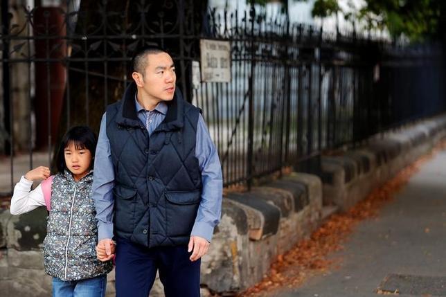 10月5日、ハンガリーは難民を締め出しているが、同国に住むのにカネを支払えるほど裕福な外国人にはそっと門戸を開いている。写真は移住してきた中国人のYan Dingさん。ブダペストで9月撮影(2016年 ロイター/Laszlo Balogh)