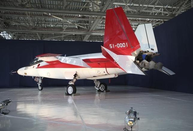 6月29日、日本の防衛省は7月、総事業費が最大で400億ドル(約4兆1100億円)とも言われる次世代戦闘機の入札の準備に入る。写真は防衛省が開発を進めている国産ステルス戦闘機の試験機。愛知県豊山町にある三菱重工業の名古屋航空宇宙システム製作所で1月撮影(2016年 ロイター/Kiyoshi Takenaka)