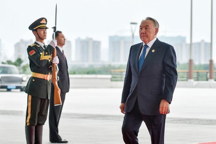 President Nursultan Nazarbayev of Kazakhstan (R) arrives at the Hangzhou Exhibition Center to participate to G20 Summit, in Hangzhou, Zhejiang province, China, September 4, 2016. REUTERS/Etienne Oliveau/Pool