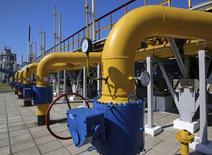 Передаточная компрессорная станция компании Укргаздобыча в Харьковском регионе. Украина встречает зимний отопительный сезон с 14,8 миллиарда кубометров газа в хранилищах - рекордно низкими запасами за все годы независимости, сообщил Укртрансгаз в среду.  REUTERS/Konstantin Grishin (UKRAINE - Tags: ENERGY BUSINESS)