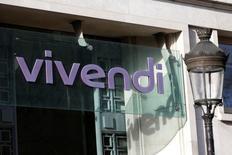 El gigante francés de los medios Vivendi descartó el miércoles lanzar una oferta hostil sobre el fabricante de videojuegos Ubisoft.  En esta imagen de archivo, el logo de Vivendi en la entrada principal de la sede del grupo en París, el 10 de marzo de 2016.   REUTERS/Charles Platiau/File Photo
