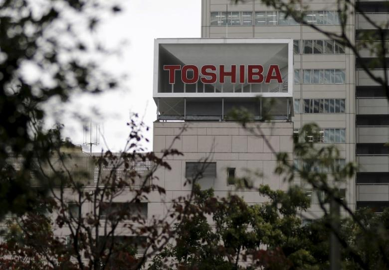 The logo of Toshiba Corp is seen behind trees at its headquarters in Tokyo, Japan October 1, 2015. REUTERS/Toru Hanai/File Photo