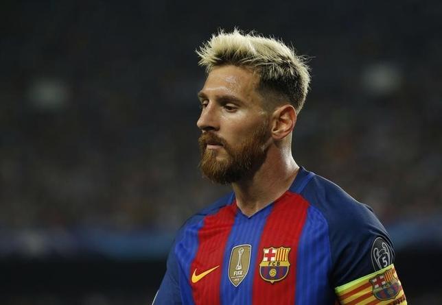 10月12日、サッカーのアルゼンチン代表は、リオネル・メッシ(写真)を負傷で欠いた2018年W杯南米予選で苦戦しており、不振が続けば本戦出場を逃す恐れがある。バルセロナで9月撮影(2016年 ロイター)