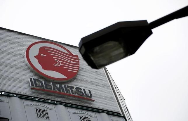 10月13日、関係筋によると、出光興産 は、2017年4月に予定していた昭和シェル石油との合併を延期することを協議している。写真は出光興産のロゴ。都内で8月撮影(2016年 ロイター/Kim Kyung-Hoon)