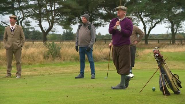 10月13日、スコットランドで今週、参加者が1900年代初めの服装に身を固め、木製シャフトのクラブを使ってゴルフをプレーするワールド・ヒッコリー・オープン選手権が開催された。写真はLNVO提供の動画から(2016年 ロイター)