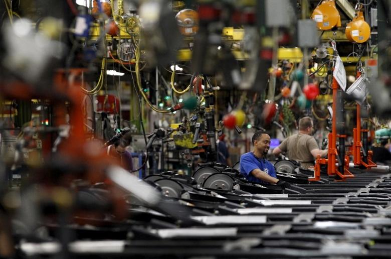 Workers perform assembly on SUV chassis at the General Motors Assembly Plant in Arlington, Texas June 9, 2015. Reuters/Mike Stone