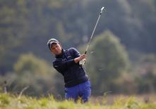Britain Golf - British Masters - The Grove, Hertfordshire - 14/10/16 England's Luke Donald plays his second shot out of the rough at the 9th hole during the second round Action Images via Reuters / Paul Childs Livepic