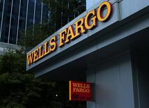 A Wells Fargo Bank is shown in Charlotte, North Carolina, U.S., September 26, 2016. REUTERS/Mike Blake - RTSPJOV