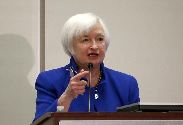 10月14日、イエレン米FRB議長は、経済危機による損失の修復を図るには「高圧経済」政策が唯一の方策となり得る、との考えを示した。写真はボストンで同日撮影(2016年 ロイター/Mary Schwalm)