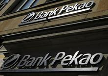 La mayor aseguradora de Polonia, la estatal PZU, dijo el sábado que ha iniciado negociaciones con el grupo bancario italiano Unicredit sobre la compra de su filial polaca Bank Pekao. Imagen de la filial polaca de UniCredit, el Bank Pekao, en una sucursal en Varsovia, Polonia, el 7 de septiembre de 2016. . REUTERS/Kacper Pempel