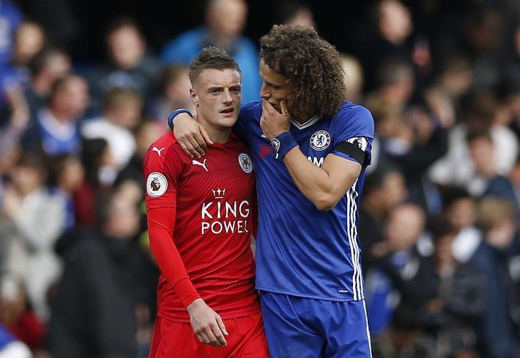 Britain Football Soccer - Chelsea v Leicester City - Premier League - Stamford Bridge - 15/10/16Leicester City's Jamie Vardy looks dejected as he speaks to Chelsea's David Luiz at full timeAction Images via Reuters / Andrew CouldridgeLivepic