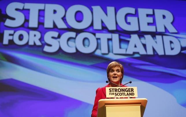 10月15日、英北部スコットランドのスタージョン行政府首相は、スコットランドは英国のEU離脱に向け独立を含めあらゆる選択肢を準備していると明らかにした(2016年 ロイター/RUSSELL CHEYNE)
