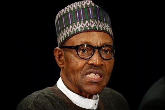 10月14日、ナイジェリアのムハンマド・ブハリ大統領(写真)は、アイシャ夫人が英BBCとのインタビューで夫の政権運営に批判的は発言をしたことを受け、「彼女は台所に属している」などと一蹴した。国連総会で9月撮影(2016年 ロイター/Kevin Lamarque)