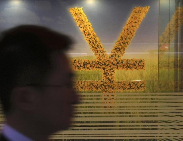 2013年3月25日,香港一家银行内的人民币货币符号。REUTERS/Bobby Yip