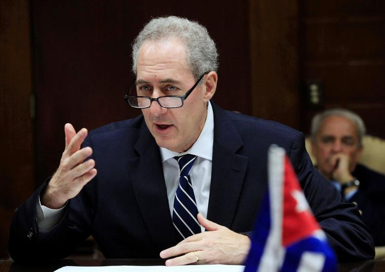 U.S. Trade Representative Michael Froman meets with Cuba's Minister of Foreign Trade Rodrigo Malmierca (Not pictured) in Havana, Cuba October 7, 2016. REUTERS/Enrique de la Osa