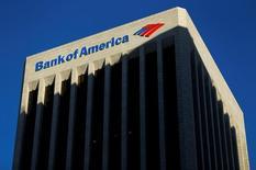 Bank of America, deuxième banque des Etats-Unis par les actifs, a annoncé lundi la première hausse de son bénéfice trimestriel en trois trimestres, grâce aux bons résultats de ses activités de courtage obligataire. /Photo d'archives/REUTERS/Mike Blake