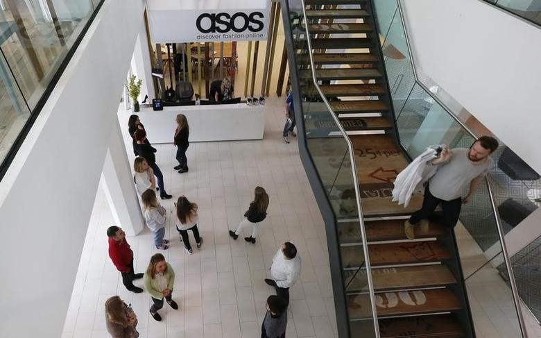 New employees wait in the lobby on their first day of work at the ASOS headquarters in London April 1, 2014.  REUTERS/Suzanne Plunkett