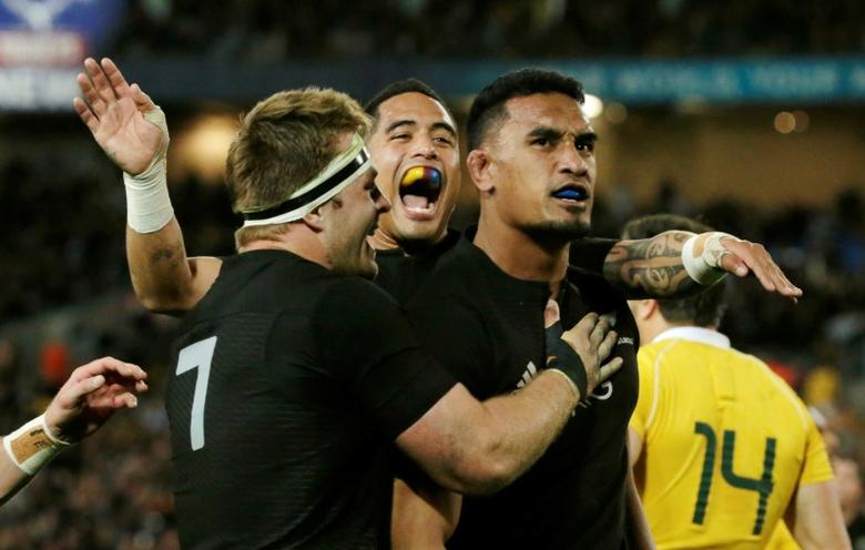 Australia Rugby Union - Bledisloe Cup - Australia's Wallabies v New Zealand All Blacks - Olympic Stadium, Sydney, Australia - 20/8/16  New Zealand's flanker Jerome Kaino (R) celebrates his try with team mates.   REUTERS/Jason Reed