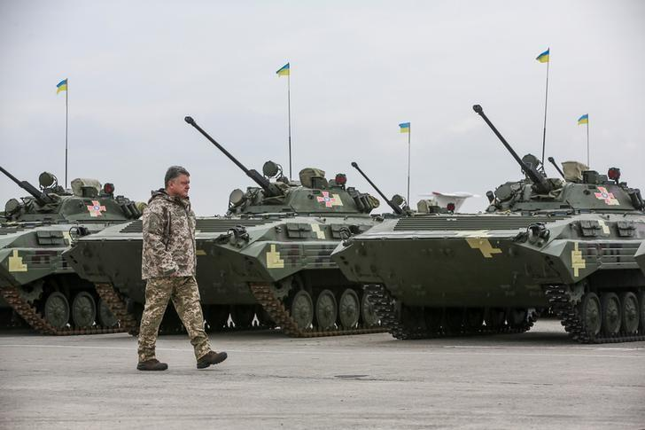 Ukrainian President Petro Poroshenko attends a ceremony to hand over weapons and military vehicles to servicemen of the Ukrainian armed forces in Chuhuiv outside Kharkiv, Ukraine, October 15, 2016. Mikhail Palinchak/Ukrainian Presidential Press Service/Pool via REUTERS