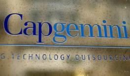 Cap Gemini (+2.89%) est en tête du CAC à 12h30. Les valeurs technologiques sont bien orientées après le coup d'envoi des résultats trimestriels du secteur donné outre-Atlantique par IBM et Netflix. /Photo d'archives/REUTERS/Charles Platiau