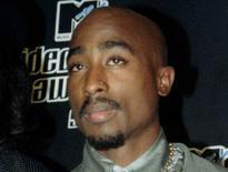 Tupac Shakur durante premiação em Nova York em 1996.   04/09/1996     REUTERS/Mike Segar/File Photo