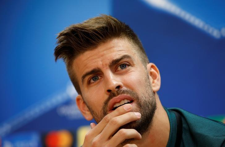 Football Soccer - Barcelona news conference - Champions League - Joan Gamper training camp - Barcelona, Spain - 18/10/16. Barcelona's Gerard Pique attends a news conference. REUTERS/Albert Gea