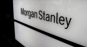 El logo de Morgan Stanley en una de sus oficinas en Zúrich, Suiza. 22 de septiembre de 2016. Morgan Stanley reportó el miércoles un alza del 61,7 por ciento en sus ganancias trimestrales, apuntaladas por un repunte en su negocio de intermediación de bonos, que se produjo tras la decisión sorpresiva de Reino Unido de dejar la Unión Europea y la ansiedad generada por las estrategias de política monetaria en el mundo. REUTERS/Arnd Wiegmann/File Photo