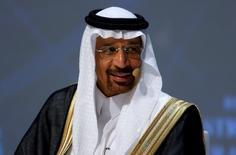 El ministro de Energía de Arabia Saudita, Khalid al-Falih, durante el Congreso Mundial de Energía en Estambul, Turquía. 10 de octubre de 2016. El ministro de Energía de Arabia Saudita, Khalid al-Falih, no asistirá el miércoles a las reuniones en Estambul entre la OPEP y productores externos al cartel, pero dijo a Reuters que ve  señales de que las naciones que no pertenecen al grupo están dispuestas a colaborar para reequilibrar el mercado de crudo. REUTERS/Murad Sezer